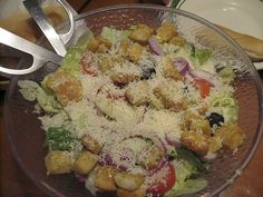 Oh em gee, I could eat Olive Garden salad every single day.