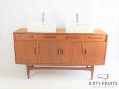 Dit badkamermeubel / wastafelkast is gebaseerd op een gplan fresco buffet - dressoir. Wij hebben het bovenblad met topoil behandeld (waterbestendig) en 2 wasbakken met kranen gemonteerd.we hebben de