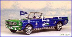Danbury Mint 1:24 1966 Ford Mustang Convertible- Seattle Seahawks diecast car