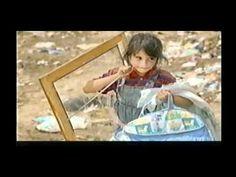 LOS TEMAS DEL MEDIO AMBIENTE:Life in a Landfill - YouTube Es muy bueno presentar este mini documental para que los estudiantes se den cuenta de las condiciones de vida en que viven las personas en otras partes del mundo y aqui muchos no apreciamos y gastamos nuestros recursos en la basura.( Estupendo mini documental)