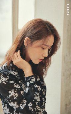 Im Yoona, Kim Hyoyeon, Sooyoung, Flower Boys, Korean Actresses, First Girl, Spring Day, Wedding Humor, Beautiful Asian Girls