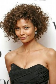 Short naturally curly hairstyles for women