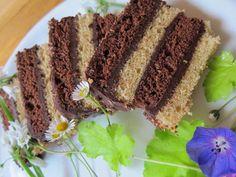 """Le Gâteau Napolitain aurait été inventé par Carême pour orner les grands buffets. Il ne se fait plus guère. Aujourd'hui on réalise des """"fonds napolitains"""".."""