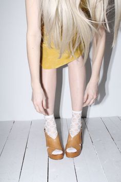 socks and sandals [www.thewhitepepper.com]