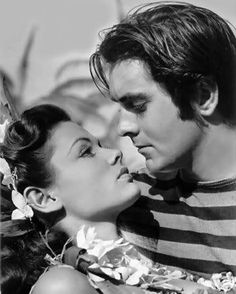 Tyrone Power and Gene Tierney, were thought to be one of the top romantic on screen couples of the Golden Age of Hollywood. Gene Tierney and Tyrone Power filmed 3 movies together: Son of Fury The Razors Edge That Wonderful Edge Hooray For Hollywood, Golden Age Of Hollywood, Vintage Hollywood, Hollywood Stars, Classic Hollywood, Hollywood Glamour, Vintage Glam, Old Movie Stars, Classic Movie Stars