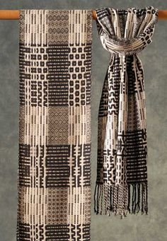 Muffy Young - black and White. I really like the way the pattern shows in Black and White Weaving Textiles, Weaving Art, Tapestry Weaving, Loom Weaving, Hand Weaving, Weaving Designs, Weaving Projects, Weaving Patterns, Woven Scarves