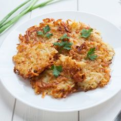 En Guiainfantil.com te enseñamos a hacer unos deliciosos latkes judíos tradicionales. http://www.guiainfantil.com/recetas/patatas/receta-de-latkes-o-bunuelos-de-patata/