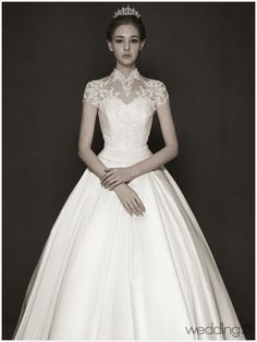 Seriously, the classics never go out of style! Monguae's signature bridal collection features romantic silhouettes with regal touches! Wedding Dress Necklines, Necklines For Dresses, Modest Wedding Dresses, Wedding Party Dresses, Bridal Dresses, Moda Paris, Classic Wedding Dress, Timeless Wedding, Lolita