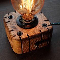 Edison Lampe Lampe Cozinha Steampunk Industrielampe Holz Edison-Lampe & Etsy Source by garratt The post Edison Lâmpada Industrial lâmpada Steampunk lâmpada De madeira Edison Lâmpada Night Lamp Edison Bulb appeared first on Estudos de Madeira. Decoration Palette, Lampe Decoration, Lampe Edison, Lampe Steampunk, Retro Lampe, Industrial Lighting, Industrial Windows, Industrial Design, Industrial Wallpaper