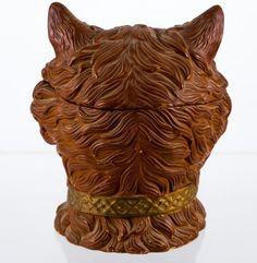 """Керамический сосуд для табака в виде кошки Подписано """"FGW"""" Высота 7 1/2 дюйма: Лот 1089"""