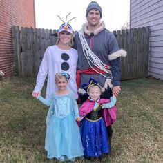 Frozen costumes for the entire family. Frozen costume for… Frozen costumes for the entire family. Frozen costume for kids and adults. Disney Halloween, Frozen Halloween Costumes, Diy Costumes, Woman Costumes, Couple Halloween, Adult Costumes, Toddler Elsa Costume, Toddler Girl Halloween, Ideas Para Fiestas