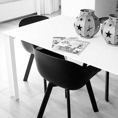 Zo en dan nu eindelijk tijd om de nieuwe #vtwonen te lezen! Dag oud hallo nieuw!  #binnenkijken #binnenkijker #wonen #vtwonenbijmijthuis #woonkamerinspiratie #woondecoratie #tafel #maatwerktafel #corian #woonidee  #dagoudhallonieuw #magazine #instahome #interiør #myhometoinspire #showhome #showhometop5 #witwonen #stoerwonen #oudjaarsdag #design #interiordesign #dutchdesign #madeinholland #bijvtwonenthuis