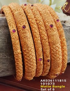Gold Bangles Design, Gold Earrings Designs, Gold Jewellery Design, Gold Jewelry Simple, Gold Wedding Jewelry, Gold Jhumka Earrings, Blouse, Blouse Band, Blouses