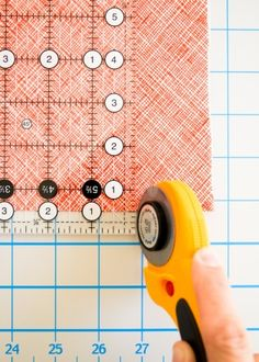 Rotary cutting - Purl bee how to Sewing Basics, Sewing Hacks, Sewing Projects, Sewing Tips, Quilt Blocks Easy, Bottle Cap Magnets, Purl Bee, Rotary Cutter, Purl Soho