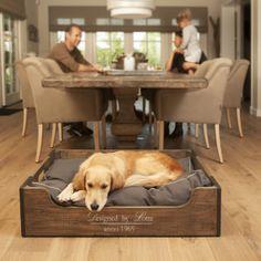 Lui is lekker! Slapen tot ik moe genoeg ben voor een dutje in mijn nieuwe hondenmand van Designed by Lotte. www.designedbylotte.nl