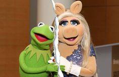 """Während Kermit jetzt eine Liaison mit Schweinedame Denise nachgesagt wird, macht Miss PiggyLiam Hemsworth schöne Augen. Ob das """"Muppets""""-Traumpaar je wieder zusammenfindet?"""