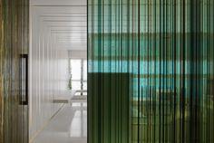 vertical lines glass separartion
