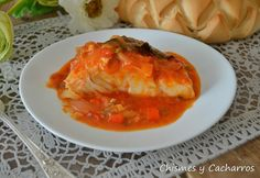 Chismes y Cacharros: Bacalao Encebollado con Tomate Salsa Curry, Spanish Dishes, Albondigas, Spanakopita, Thai Red Curry, Food And Drink, Sweets, Chicken, Ethnic Recipes