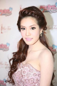 Kyoote hair! Grace, a Thai actress. She's just too kyoote.