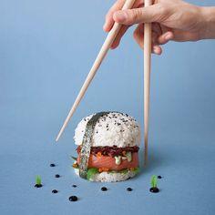 """Il """"Sushi Burger"""" è la nuova ricetta giapponese capace di stuzzicare i palati di tutto il mondo"""