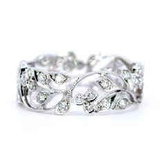 Binenbaum Antiques & Jewelry - This charming eternity Contemporary ring feature decorated with ±1,00ct (H VS1) Brilliant Cut Diamonds crafted in 18ct. Materials: Diamond, 18ct. Size: 18.14 NL / 57 FR / 8 US / P½ UK, not sizeable. Dimensions: H 1.6 x D 2 cm. Weight in grams: 4. Condition: New.