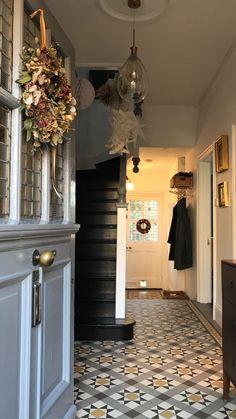 Victorian Terrace Hallway, Victorian Bedroom, Victorian Homes, Edwardian Hallway, Future House, My House, Narrow Hallway Decorating, Retro Interior Design, Hallway Designs