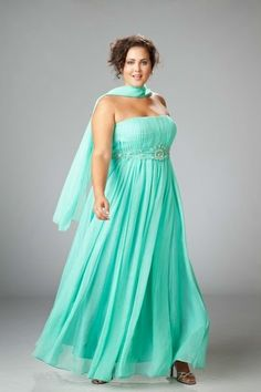 Fashion Friday} Plus Size Bridesmaid Gowns off the Rack   More ...