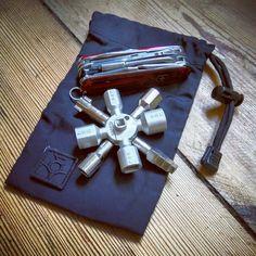 Victorinox Cybertool CT 34, Knipex Twinkey, Wndsn blackout patch, Law Industries pouch.