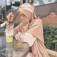 Source by outfit muslim Niqab Fashion, Muslim Fashion, Fashion Shoes, Fashion Outfits, Hijabi Girl, Girl Hijab, Muslim Girls, Muslim Women, Beautiful Indian Brides