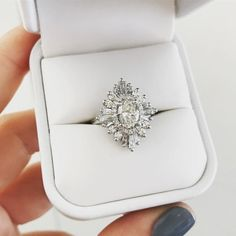 Heidi Gibson Oval Gatsby in white gold, this is the one!! Ring size 3.75