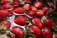 Μαρµελάδα φράουλα #food #sweets Cherry, Strawberry, Fruit, Food, Essen, Strawberry Fruit, Meals, Prunus, Strawberries