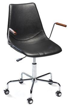 Cross Kontorstol - Lækker kontorstol med et praktiske armlæn og komfortabel sæde og ryglæn i sort læder og kromstel. Denne kontorstol er både elegant og funktionel og har en smart hæve/sænke funktion, så den nemt kan indstilles i højden. Perfekt til det moderne hjemmekontor.
