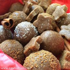 Raw Gingerbread Cookies Balls Recipe Vegan Gluten: Easy no-bake Christmas cookie recipe. Low-fat gingerbread cookies are perfect for the holidays! Only plant-based whole ingredients and NO refined sugars. Cookie Balls Recipe, Ginger Bread Cookies Recipe, Cookie Dough, Desserts Crus, Raw Desserts, Almond Recipes, Raw Food Recipes, Dessert Recipes, Raw Carrot Cakes