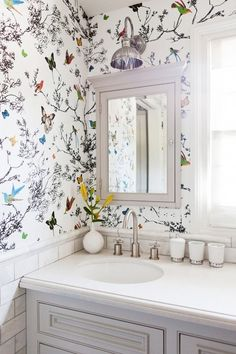 Butterfly wallpaper in bathroom with small floral arrangement print wallpaper, butterfly print, small bathroom Butterfly Wallpaper, Print Wallpaper, Wallpaper Ideas, Amazing Wallpaper, Wallpaper Designs, Butterfly Bathroom, Wallpaper Decor, Botanical Wallpaper, Wallpaper In Bathroom