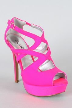 Pink sandals! summer is right around the corner! might need these! (urbanog.com)