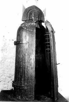 """Iron Maiden - Torture Device of the Middle Ages. saw and touch the device like this in an exhibition about """"Torture instruments of the Mankind"""" a couple years ago.rather creepy. Iron Maiden, Maleficarum, Thing 1, Medieval Times, Dark Ages, The Victim, Roman Empire, Macabre, Middle Ages"""