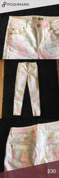 Topshop Moto Faded Floral Skinny Jeans White denim with a faded pink floral print from Topshop. Barely worn, great condition. L32. Topshop Jeans Skinny