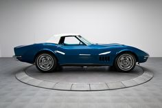 1968 International Blue Chevrolet Corvette Sting Ray 427 V8 | Gear X Head