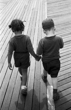 kvetchlandia: Harold Feinstein Hand-in-Hand on the Boardwalk, Coney Island, New York 1955