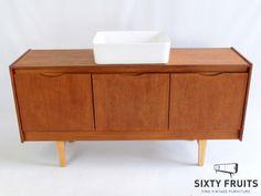 Dit Simon dressoir leent zich erg goed als wastafelkast. SixtyFruits, fine vintage furniture.