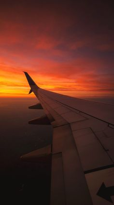 Phone wallpapers sky aesthetic, travel aesthetic, aesthetic photo, pretty s Sunset Wallpaper, Travel Wallpaper, Wallpaper Backgrounds, Wallpaper Iphone Vintage, Airplane Wallpaper, Phone Backgrounds, Aesthetic Backgrounds, Aesthetic Iphone Wallpaper, Aesthetic Wallpapers
