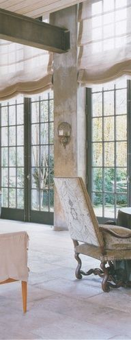 window treatments that coordinate beautifully with wall covering roman