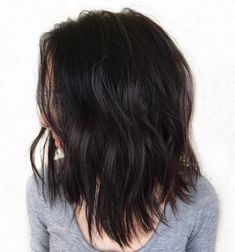 80 Sensational Medium Length Haircuts for Thick Hair - - Medium Choppy Haircut For Thick Hair Lob Haircut Thick Hair, Textured Haircut, Haircuts For Long Hair, Hairstyles Haircuts, Famous Hairstyles, Layered Hairstyles, Short Haircuts, Natural Hairstyles, Braided Hairstyles