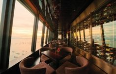 Hive offers one of the most thorough and impressive drinks list, combined with dazzling views from its 101st perch » http://hk.dining.asiatatler.com/bars/hive-101