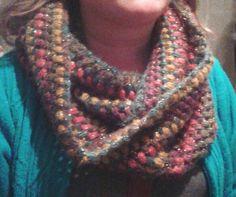 Bufanda infinita tejida en crochet con lana acrílica, pura lana, y angora