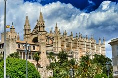 Palma Cathedral Barcelona Cathedral, Mansions, House Styles, Building, Travel, Decor, Spain, Majorca, Viajes