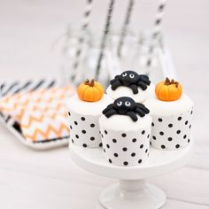 Cute cupcakes. This could probably be done with the jumbo marshmallows too.