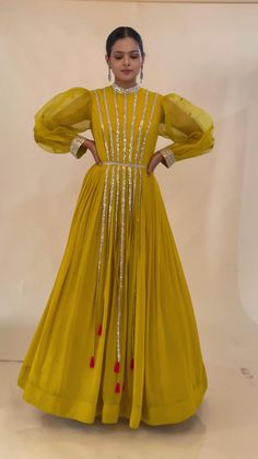 Party Wear Indian Dresses, Pakistani Fashion Party Wear, Designer Party Wear Dresses, Pakistani Dresses Casual, Indian Gowns Dresses, Indian Bridal Outfits, Kurti Designs Party Wear, Dress Indian Style, Indian Fashion Dresses