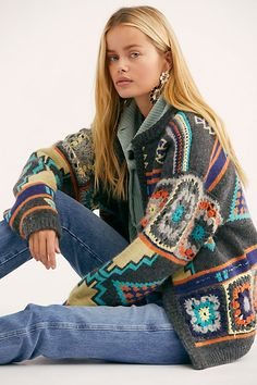 Santa Rosa Cardi, presented by Free People. Boho-inspired, this colorfully designed knit cardi is featured in a slouchy silhouette. Moda Crochet, Knit Crochet, Crochet Clothes For Women, Looks Hippie, Boho Fashion, Winter Fashion, Jackets For Women, Sweaters For Women, Women's Jackets