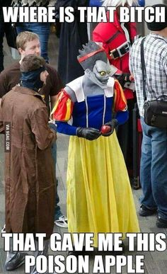 This is from an incredible anime: Death Note and not a disney cosplay, if you could even call it that. Death Note デスノート, Death Note Funny, L Death, Amazing Cosplay, Best Cosplay, Funny Cosplay, Anime Meme, Otaku Meme, Cool Animes